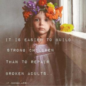 Quote van F. Douglass- It is easier to build strong children than to repair broken adults - vergroot zelfvertrouwen van je kind