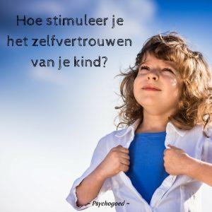 Hoe stimuleer je het zelfvertrouwen van je kind? 12 tips! - Zelfverzekerd meisje met blauwe lucht