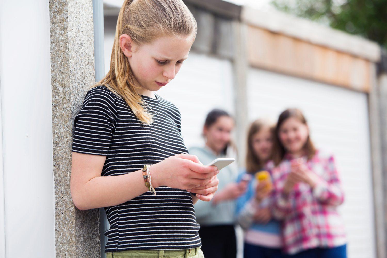 Online Pesten Cyberpesten Meisje Telefoon